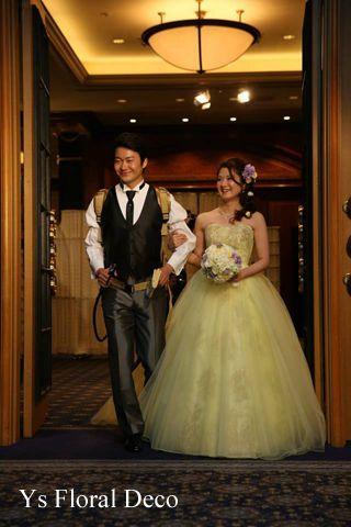 白と黄色の2着のドレスに合わせるラウンドブーケ @ウェスティンホテル東京 ys floral deco