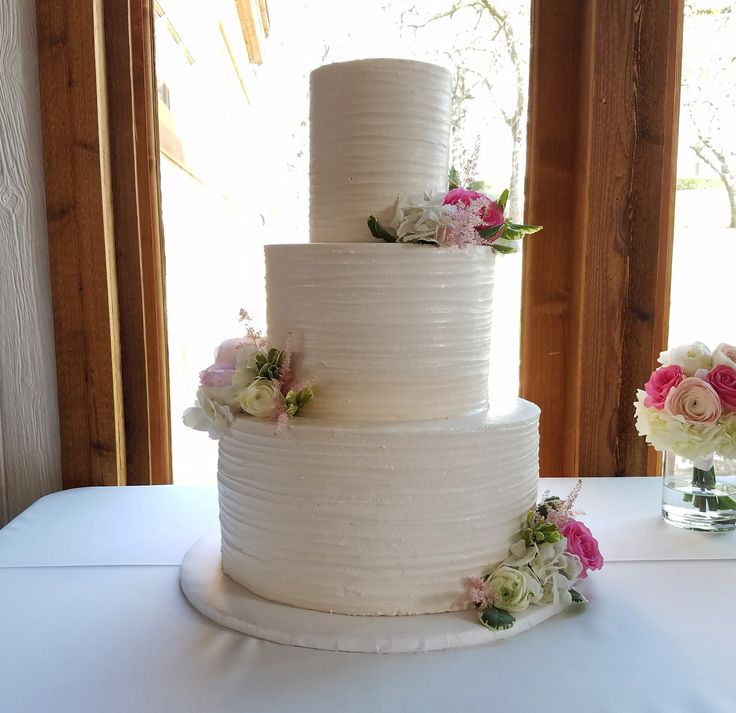 Clean And Classic Buttercream Wedding Cake With Flowers By Creme De La  Creme Cake Company In