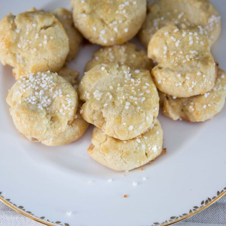 A classic Norwegian butter cookie perfect for ski trips, snowshoeing, and Christmas cookie tins.