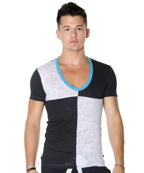 Футболка 10027 - это легкая двухцветная футболка с короткими рукавами. Передняя часть выполнена в черном и белом цветах. Круглый вырез с яркой голубой отделкой. Рекомендации по уходу: бережная ручная стирка в теплой воде. Страна изготовитель:США