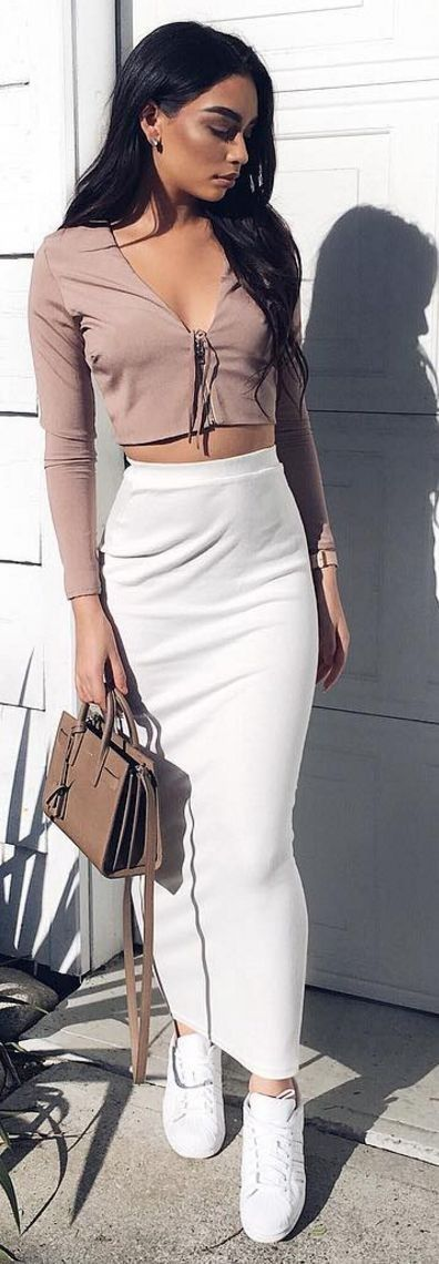 #fblogger #street #style #spring #inspiration |Blush Crop Top + White Maxi Skirt and Sneakers |Janice Joostema