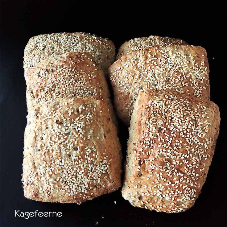 Bløde sandwichboller, også kaldt Soft Buns. Lækre store Sandwichboller med kerner og grovmel. Mætter godt og super velegnet til madpakken. Fryseegnet.