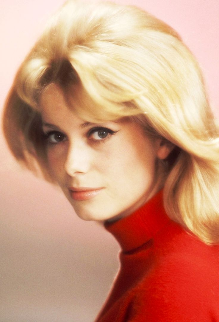 best 161 catherine deneuve images on pinterest belle de jour actrice fran aise et belles femmes. Black Bedroom Furniture Sets. Home Design Ideas