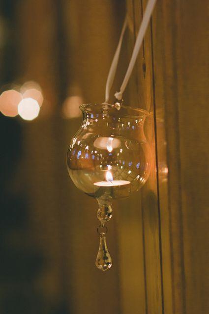 church pew decor | wedding ceremony decor | Photo: LongBrook Photography