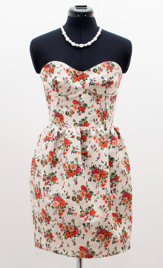 Hey, I found this really awesome Etsy listing at https://www.etsy.com/listing/109498712/1950s-floral-strapless-bridesmaid-dress