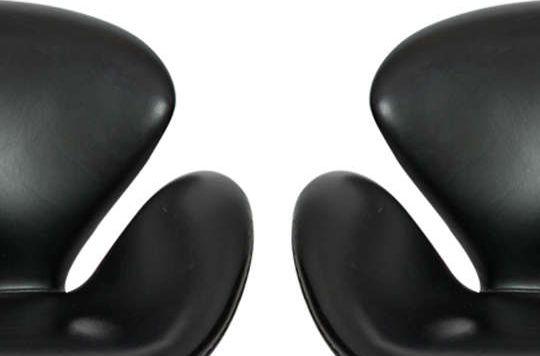 The Swan™ chair by Arne Jacobsen / Fritz Hansen. Sorensen Leather: Classic / Black. #arnejacobsen #fritz_hansen #sorensenleather