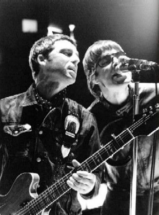 Noel Gallagher and Liam Gallagher singing together (from 'The Hindu Times')