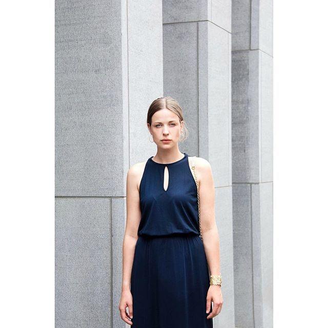 My girl @lana_vanderstappen 💛 #selectedfemme #siennagoodies #minimal #dress #photography #fashion #fashionphotography #charitesmetphotography