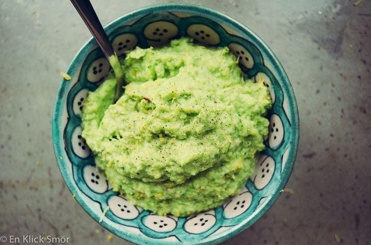 Broccoli är inte någon favorit i mitt hem. Jag har skrivit om det tidigare, att jag egentligen tycker det är svårt att tillaga så det blir bra. Godast tycker jag egentligen det är med soppaeller kokt i sallad. Jag har tidigare gjort ett riktigt lyckat mos som passar utmärkt till husmanskost. Den här varianten ärRead more