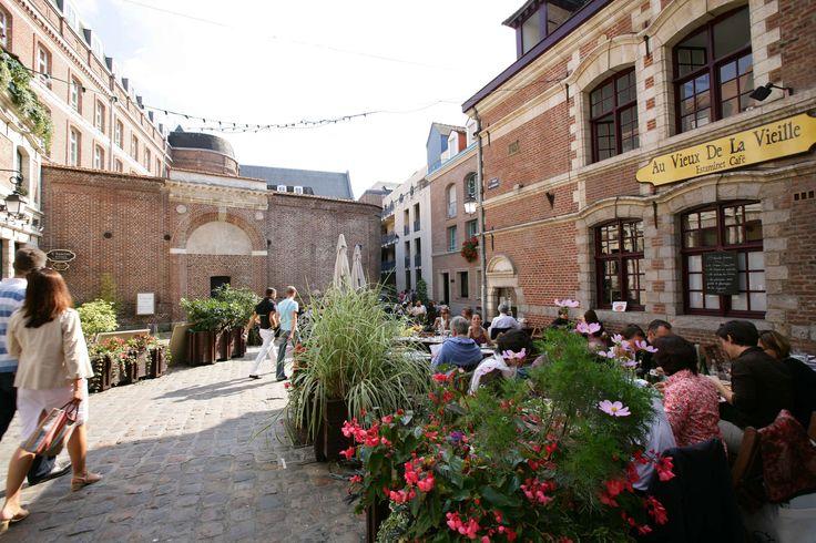 Terrasse de l'estaminet aux Vieux de La Vieille, place aux Oignons, dans le vieux-Lille