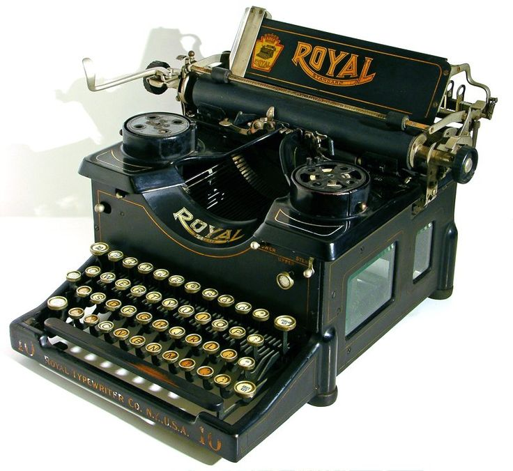 The Typewriter Bir Might Have Seen Used In 1925 Note That It Seems To Vintage Officevintage