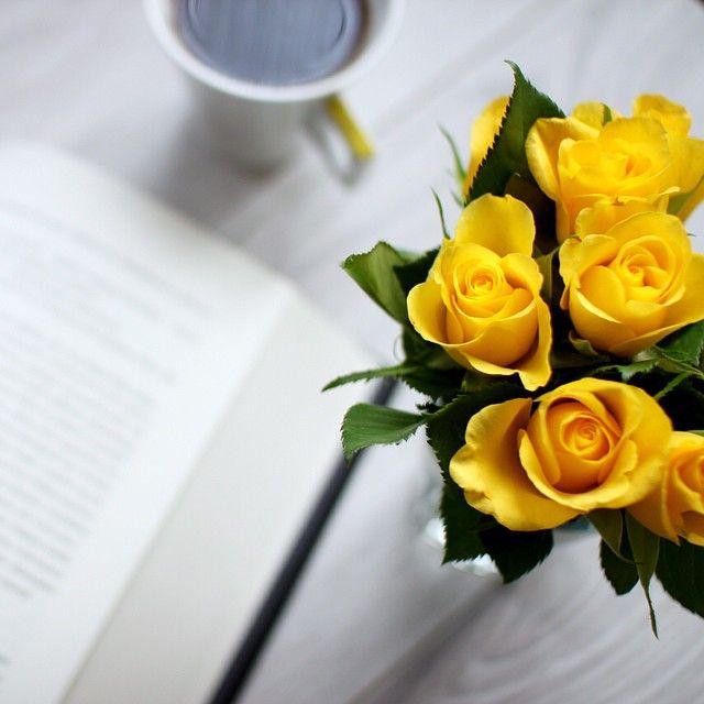 'I'm so exited and I just can't hide it'  BookAThon Polska startuje już w najbliższą niedzielę!  Kto będzie się zmagał wspólnie z nami? #bookathonpl #bookathon #bookstagram #book #ksiazka #flowers #lifestyle Dla wszystkich niespodzianki, dla blogerów i vlogerów możliwość promocji swoich wpisów  #happy #cantwait #czytambolubie