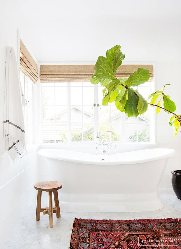 Bath and kilim rug in the bathroom of a laid-back, boho cool Californian home. Amber Interiors.