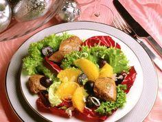 Salat mit Entenleber und Orangenfilets ist ein Rezept mit frischen Zutaten aus der Kategorie Vorspeise. Probieren Sie dieses und weitere Rezepte von EAT SMARTER!