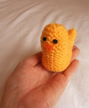 Knitting Pattern For Easter Chick Egg Holder : 17 Best images about Knitting on Pinterest Free pattern, Cable and Knit pat...