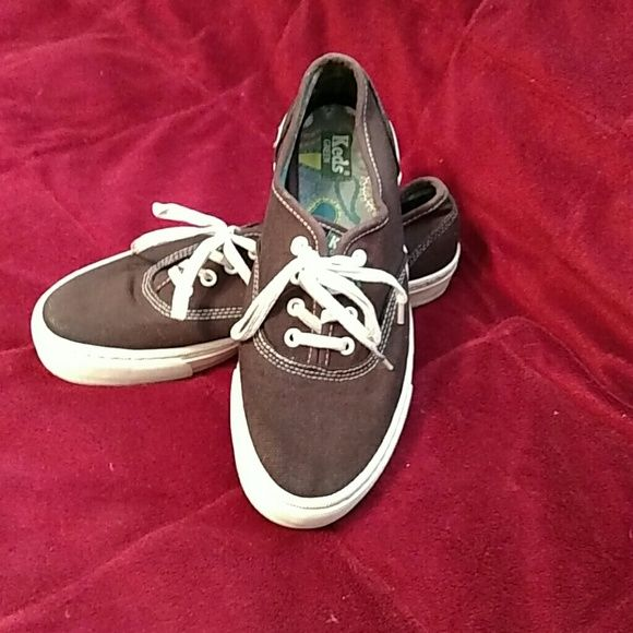 KEDS TENNIS SHOES Cute Keds brown women's tennis shoes. Look as if they've never been worn. Could use new laces. From smoke and pet free home. Keds Shoes Athletic Shoes