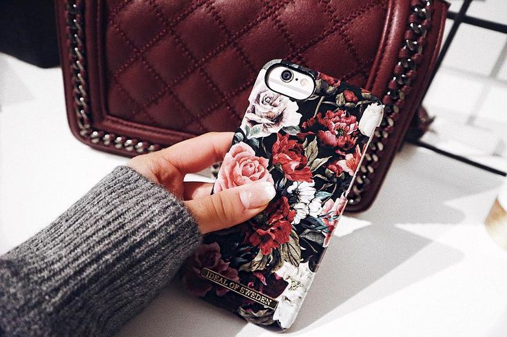 iDeal Of Sweden Fashion Case 'Antique Roses' pic by: @oliviadhedlund #idealofsweden #phonecase #iphone #details #inspo #fall #autumn