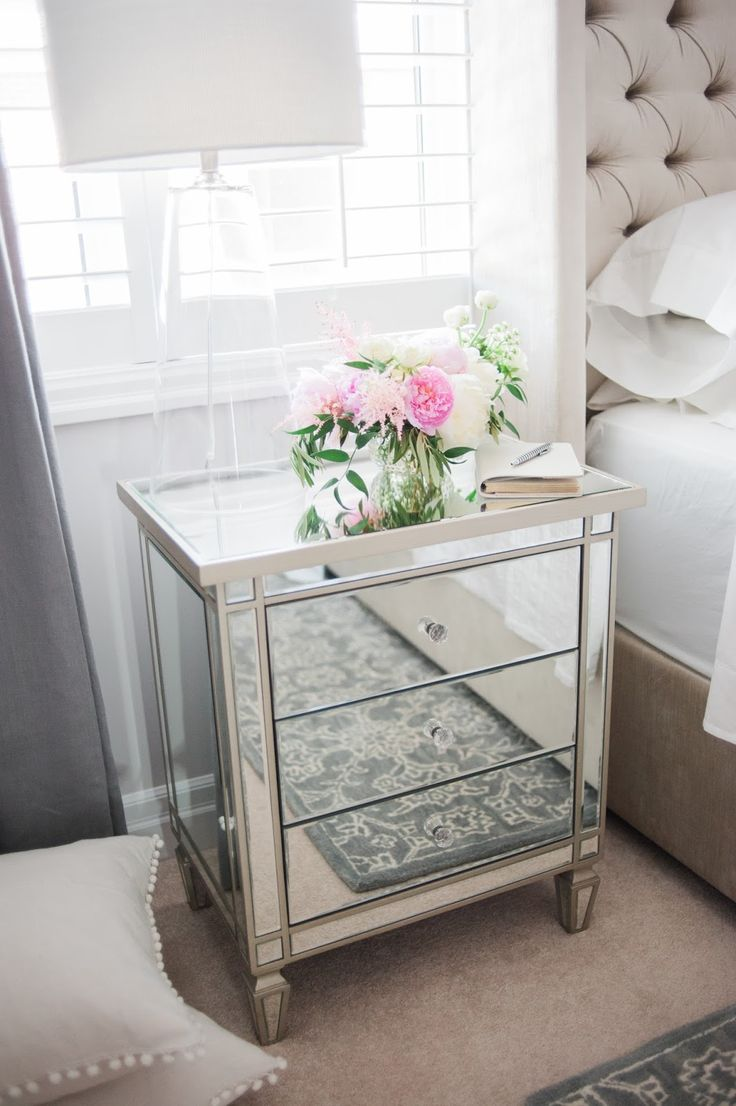 love the table could have grey nightstand with mirror on top as well