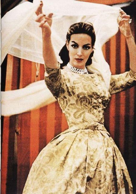 Maria Felix fue vestida por los mas grandes diseñadores de su epoca.