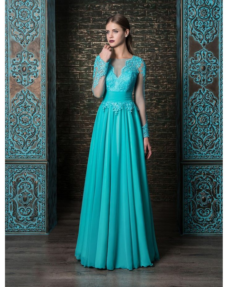 Dlhé luxusné spoločenské šaty s čipkovaným zvrškom s dlhým rukávom. Padavá obrovská sukňa zo šifónu. Čipka na rukávoch pôsobí veľmi exkluzívne.