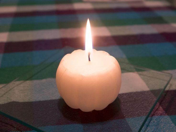 Svíčka dýně odlitá do formy vytištěné na 3D tiskárně Rebel 2Z. Pumpkin candle from 3D printer Rebel 2Z.