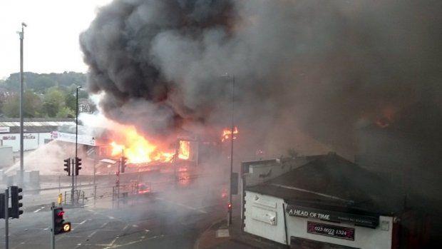 Vuurwerkopslag in Engeland ontploft, precies 16 jaar na ramp Enschede