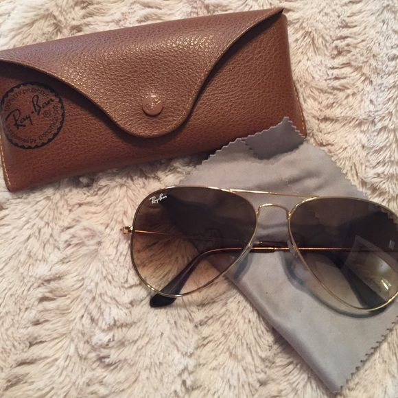 Ray Bans Large Aviator Gold/Brown Tint Case Comes with original case! Ray-Ban Aviator. Gorgeous color fade. Purchased at Macy's Retail in NYC. Large Aviators RB 3025 Ray-Ban Accessories Sunglasses
