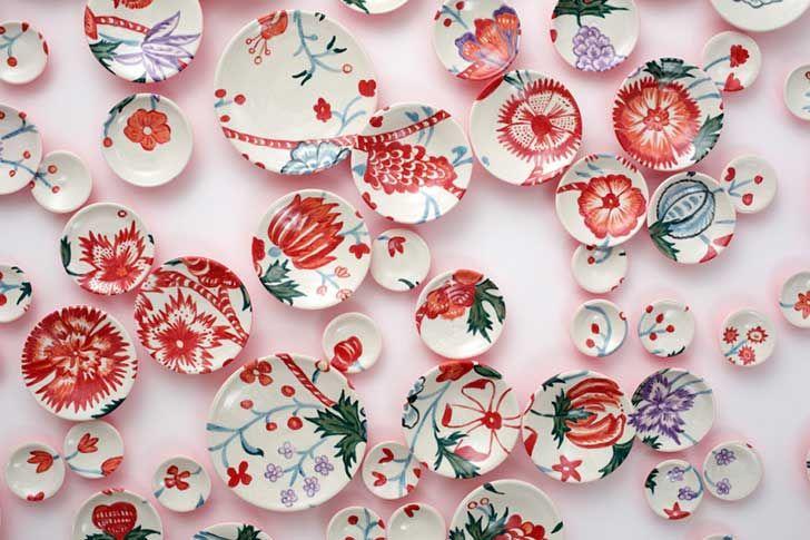 http://www.upsocl.com/creatividad/su-obra-mas-grande-esta-compuesta-de-475-platos-pintados-a-mano/