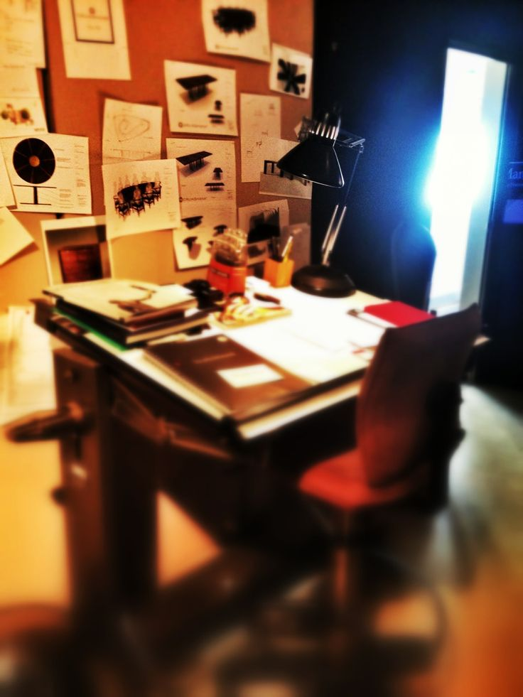 Ed Cruickshank's work space- i would love this!