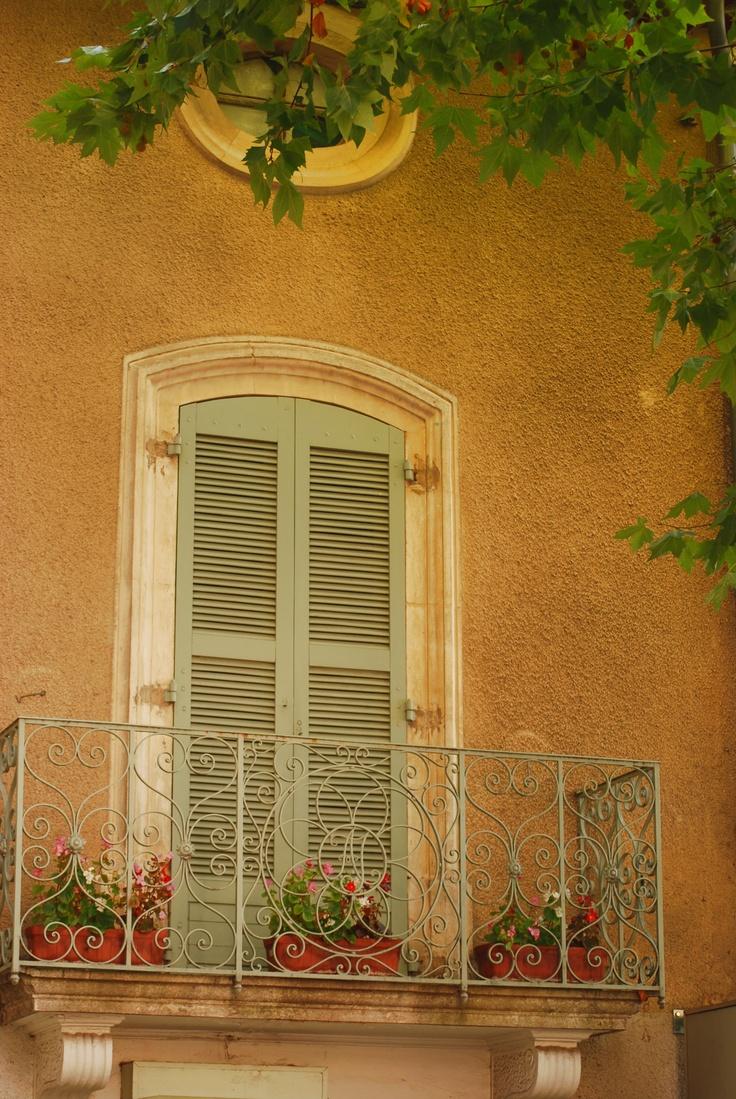 les 190 meilleures images propos de shutters 39 landscape sur pinterest volets bleus camargue. Black Bedroom Furniture Sets. Home Design Ideas