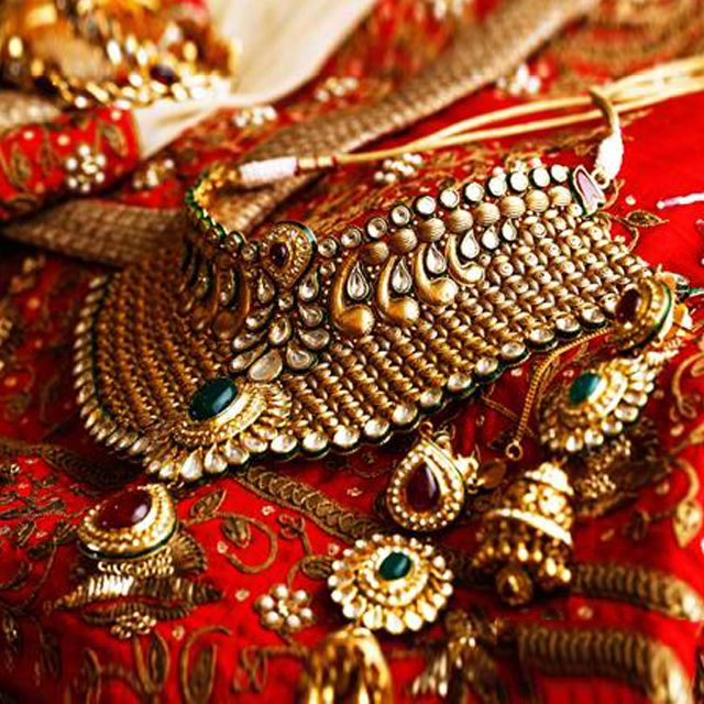 Enhance your beauty at the time of wedding with the help of attractive bridal jewelries. Probably they are costly but the option of renting can assist you to search them without any hassle. Rent2cash can aid you in getting the finest one easily.