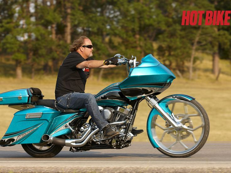 Harley Road Glide: Turquoise Titillation