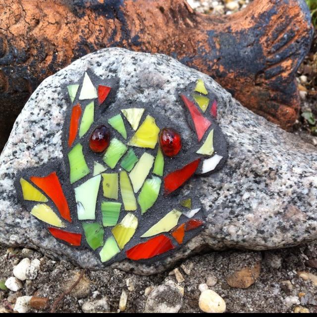 Mosaic Frog On Rock Garden Mosaic Art Mosaic Rock