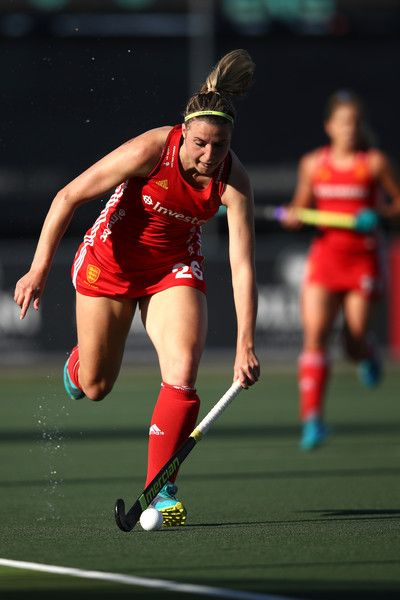 Lily Owsley of England in action during thequarterfinal match between England and USA in the Hockey League World Final on November 23, 2017 at Rosedale Park in Auckland, New Zealand.
