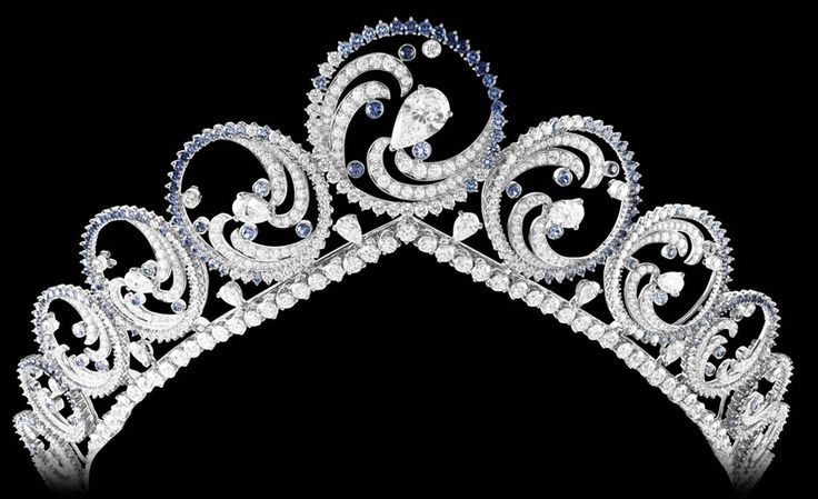 Van Cleef & Arpels Océan jewellery piece given by Prince Albert of Monaco to his bride. Can be worn as a necklace or a tiara.