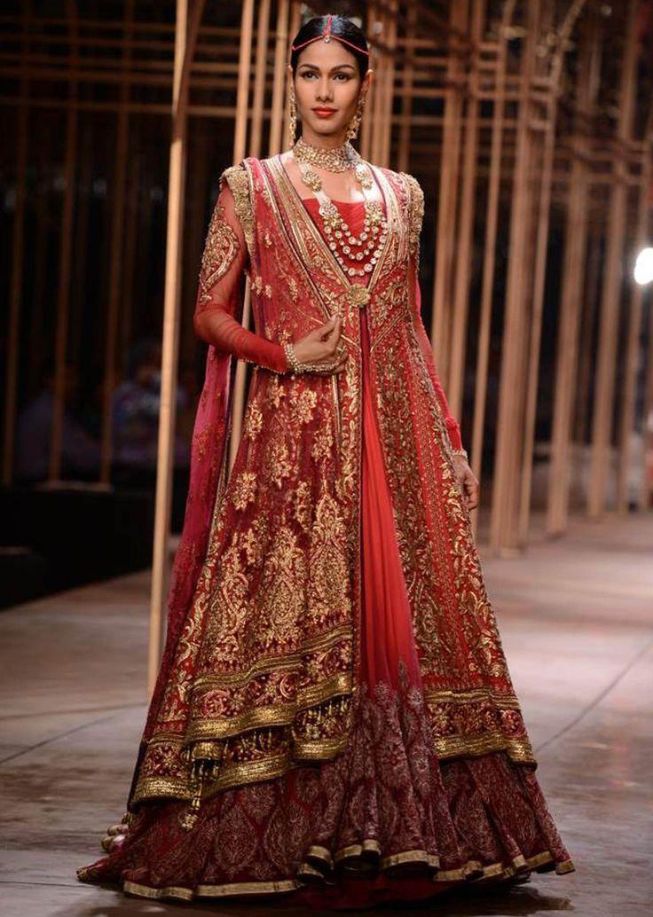 Models showcasing the exquisite collection of Tarun Tahiliani at Indian Bridal Week NOV 2013 at Mumbai 45