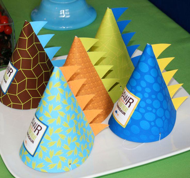 Chapéus para festa de aniversário com o tema dinossauros. Muito lindos!