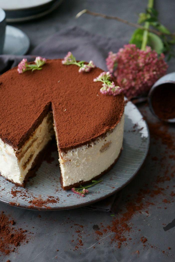 Simple tiramisu cake