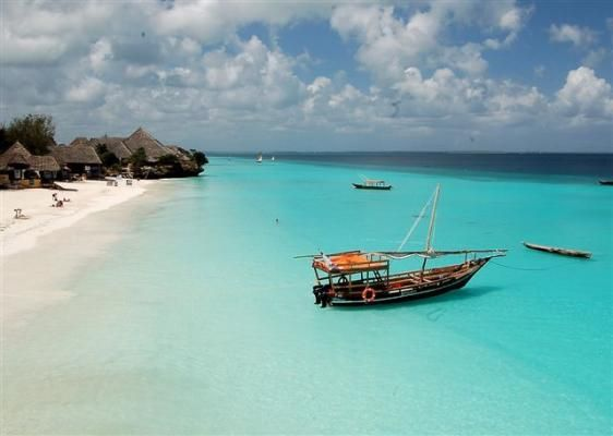 Our place on Jambiani beach looked exactly like this. The dhows strewn across the sand as the tide rolled away.