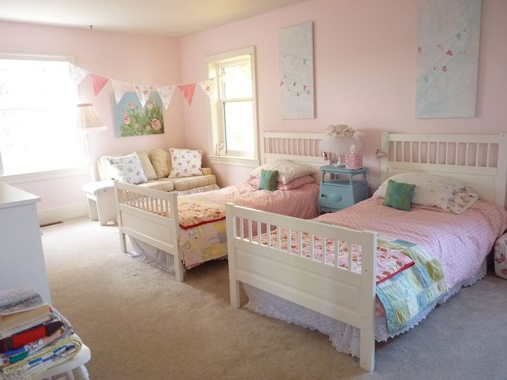 A shabby chic bedroom for twin girls ava 39 s shabby chic for Small bedroom double bed ideas