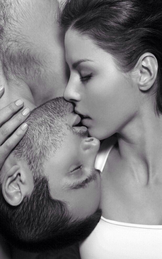 """""""L'Amore è volere gli occhi dell'altro anche solo un istante, sentire il suo sapore sulle labbra anche solo un momento e poi desiderare che sia felice a prescindere da te"""""""