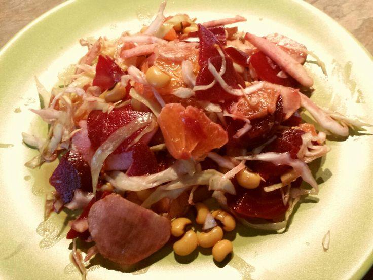 agn : insalata mista con cappuccio, taminampur, mele, rape rosse