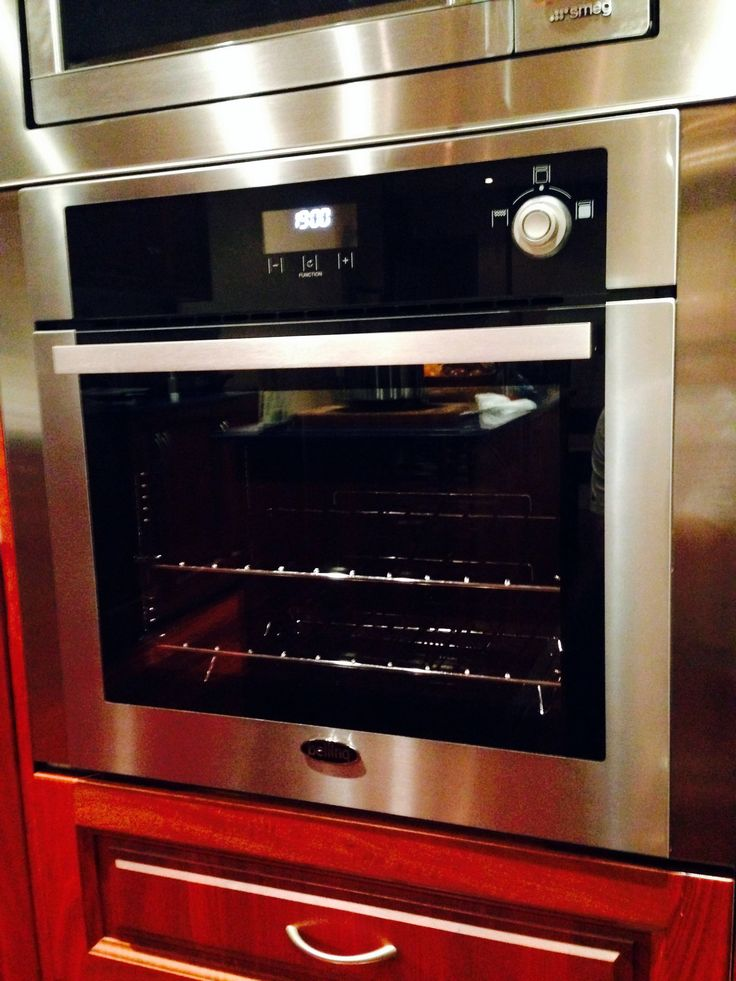 Our customer, sent us this photo of his BIPRO60MFSESTA, built in electric oven situated in a modern stainless surround. The oven is perfectly accentuated by the stainless façade, while the rich jarrah timber enhances the oven and provides a homely touch. Our favourite part of this design is the perfect harmony between the warmth of the timber, and the crisp stainless steel. #Belling #UKmade #madeinBritian #British #cooker