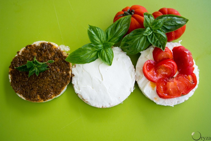 #euro2012 Italy vs Germany: let's make something to eat.  Sorriso Rice cakes bagnetto, cheese and tomatoes