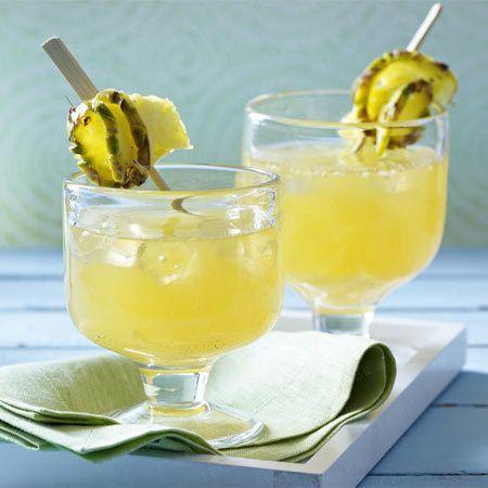 Aperitifs – erfrischende Begrüßungsdrinks - ananas-rum-punsch  Rezept