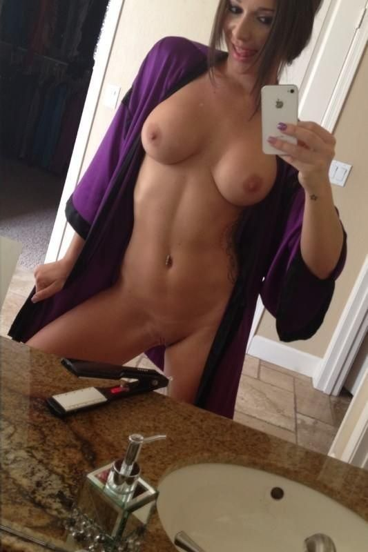 Shaved nude amateur mirror selfie