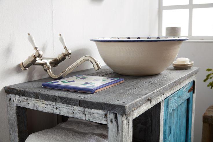 Χειροποίητα Επιπλα μπάνιου με βάση το ξύλο. Rustic style Bathroom. Industrial details. Προσαρμόστε τις διαστάσεις και το χρώμα των επίπλων σε αυτό που ταιριάζει ιδανικά στο δικό σας μπάνιο!