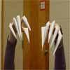 Griffes du papier  Nous présentons cette vidéo tutoriel Oú on explique étape par étape comment faire des Griffes du papier Si votre costume dHalloween a besoin de quelques griffes pour en savoir plus puissant peut faire ces embrayages de papier à mettre sur  Lire la suite   The post Griffes du papier appeared first on Monde d'Origami.  http://fr.origami-kids.com/comment-faire/griffes-du-papier-halloween.htm