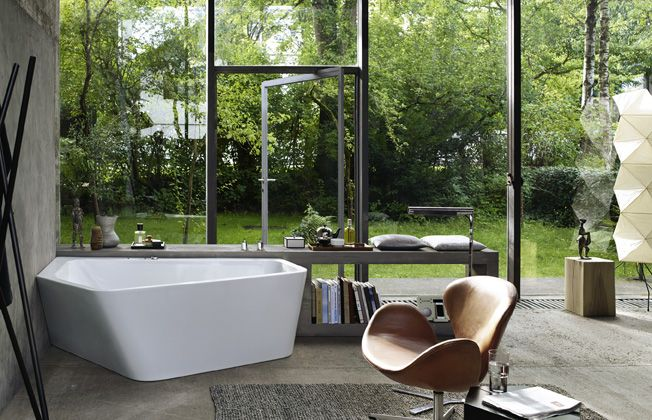Paiova 5 by EOOS is a sparkling result of a symbiosis between a corner and a freestanding bathtub.