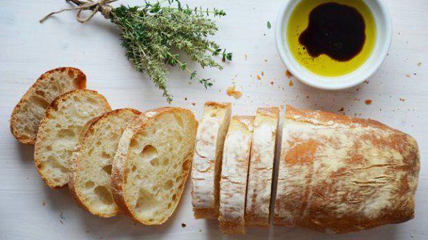 Připravit si domácí ciabattu vyžaduje sice trochu více času, ale odměnou vám bude dokonalé italské pečivo, kterého nebude mít nikdy dost.